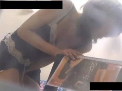 【ひとずまオナニー動画】ホストにハマった四十路熟女がホスト雑誌のイケメンをオカズに激しく手淫w