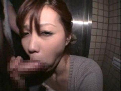 【ひとずまセックス動画】美女で巨乳な極上素人幼な妻に野外で隠れて奉仕させるドキドキプレイ!極上フェラ&手コキでシゴかせ、たっぷり顔射フィニッシュ!