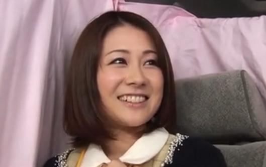 【ひとずまセックス動画】「おち●ぽほしい~」笑顔のかわいい美人OL妻はあそこがぐちょぐちょ