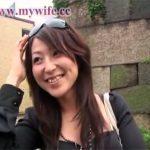 【ひとずま素人動画】エロカワイイ26歳の新妻が酔っ払って3P…口とおまんこで他人棒を丸飲みw