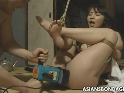【ひとずまSM動画】変態オヤジに監禁され全裸でロープで縛られドリルバイブでイジメられる三十路妻w