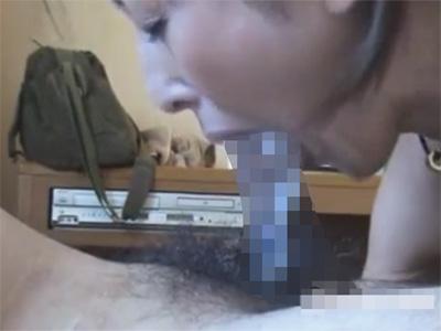 【ひとずま無修正動画】ノーハンドフェラで口内射精させても萎えたチンポをいつまでもしゃぶり続ける素人熟女w