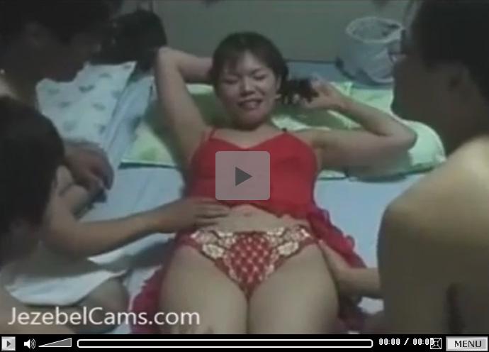 【ひとずま無修正動画】チョイブスの素人三十路熟女が自宅に男を連れ込んで乱交生セックスw