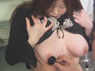 【ひとずま盗撮動画】乳輪も乳首もピンク色のぽっちゃり三十路妻が産婦人科で疼くおまんこを手マンされるw