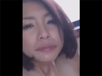 【ひとずま無修正動画】イラマチオされた唾液で身体も口もドロドロ…2本のチンポで犯される美人妻w