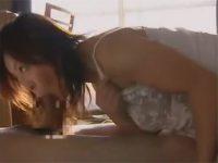 【ひとずま近親相姦動画】隣に住む夫婦のセックスを覗きムラムラしたアラフィフの未亡人が息子を相手に性欲処理w