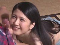【ひとずまセックス動画】小悪魔の様なエッチな微笑みを見せる美人奥さんとパコパコな展開に!
